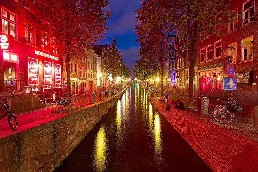 амстердам район красных фонарей фото скрыта