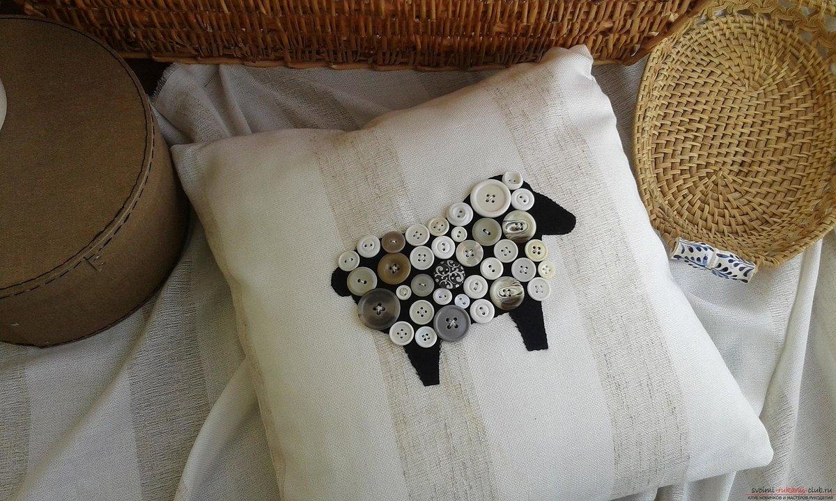 Как сшить подушку с пуговицами фото 377