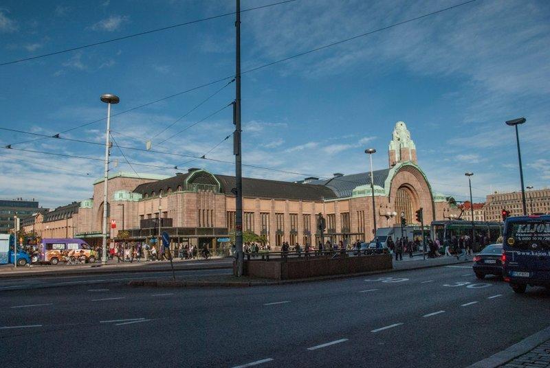 Железнодорожный вокзал Хельсинки – известный памятник финского национального романтизма. Архитектор Элиэль Сааринен