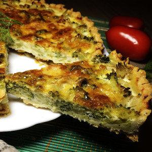 Киш с брокколи и тремя сырами