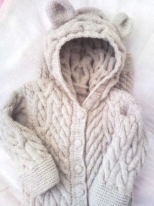 Комбинезон вязаный для новорожденного спицами с косичками
