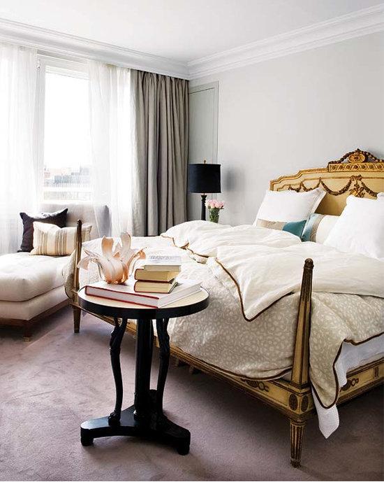 Кровать с короткими столбиками