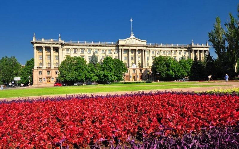 Николаевский горсовет, Николаев Здание городского совета Николаева было построено в 1954 году, по проекту архитекторов К. С. Косенко и М. М. Бабаян в классическом стиле.