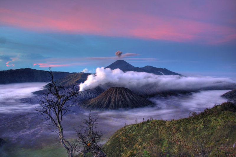 Вулкан в Индонезии
