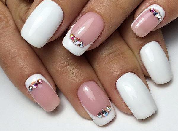Бело розовый дизайн ногтей