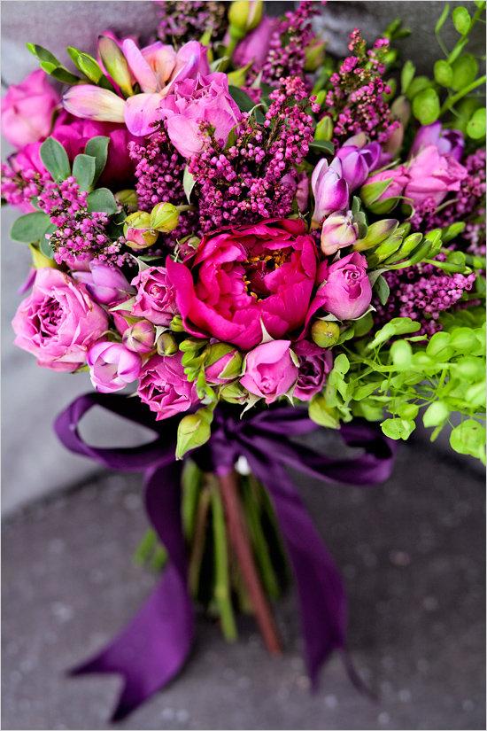 Пурпурный букет невесты своими руками.