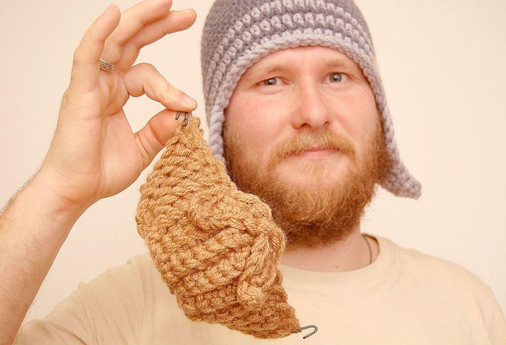 Брошь на шапке фото палм