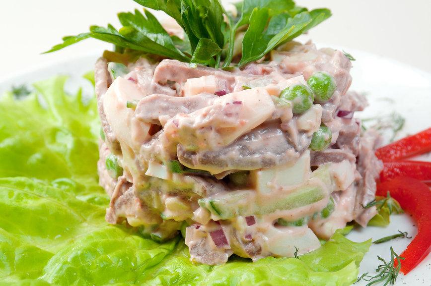 Салат столичный со свининой