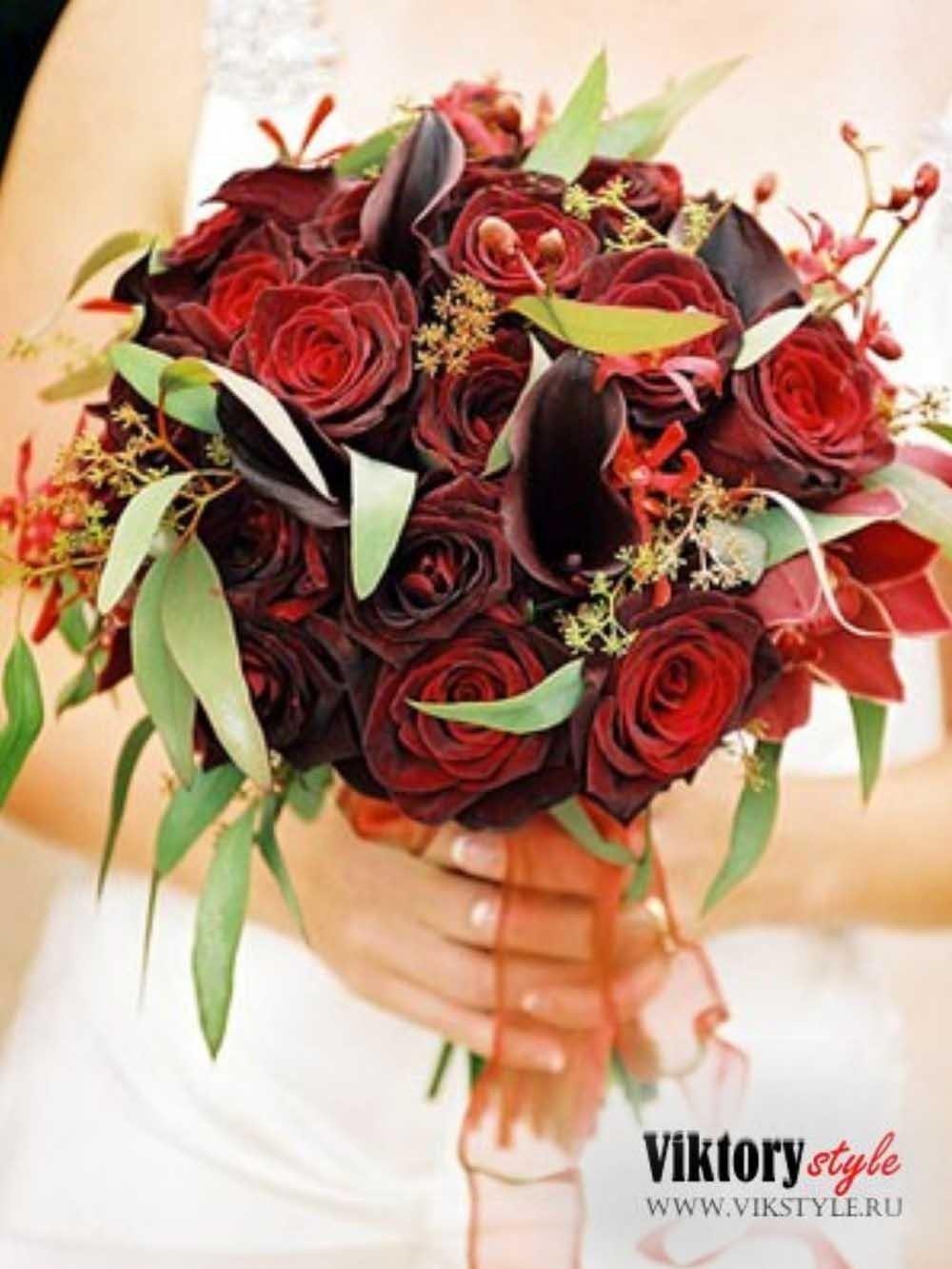 Мужские букеты с бордовыми розами