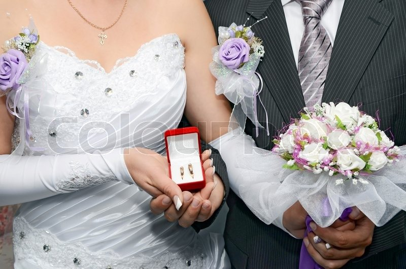 красивые кольца на невесте