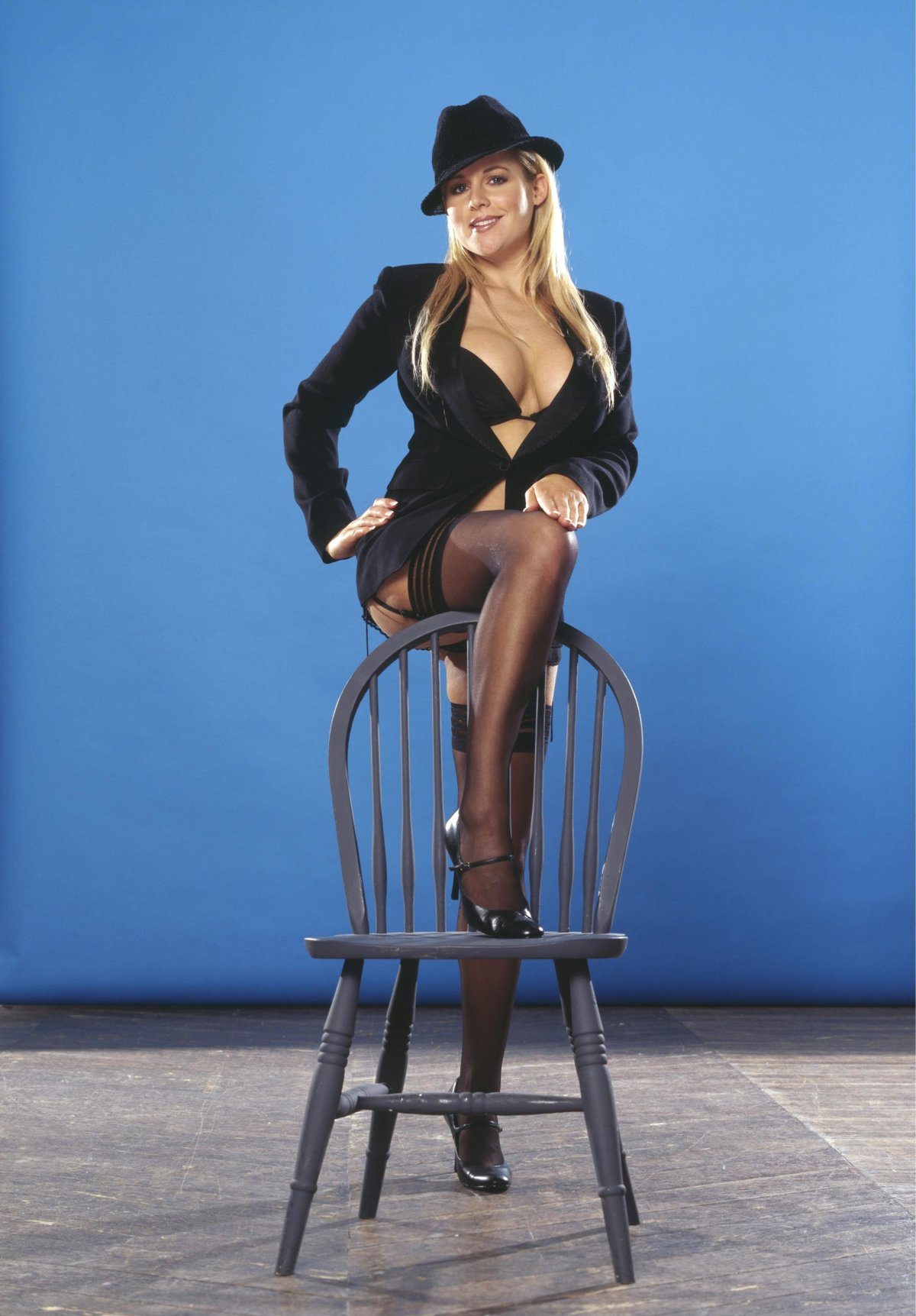 Смачную попку эро фото со стулом онлайн