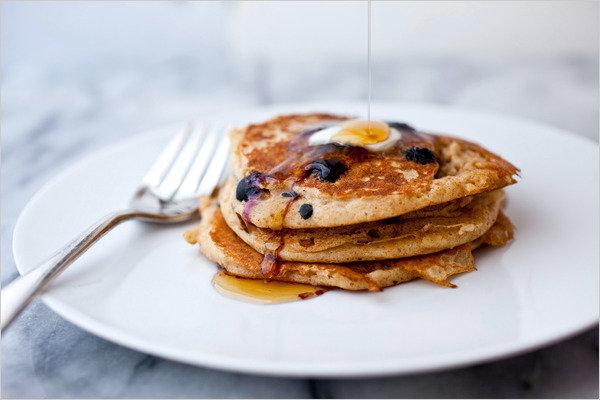Оладьи с черникой на завтрак