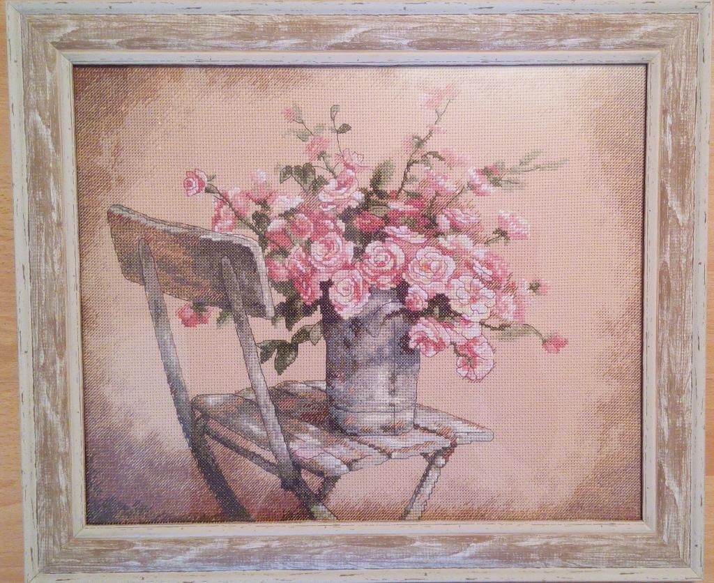 Букет розы на стуле дименшенс, конфет детский