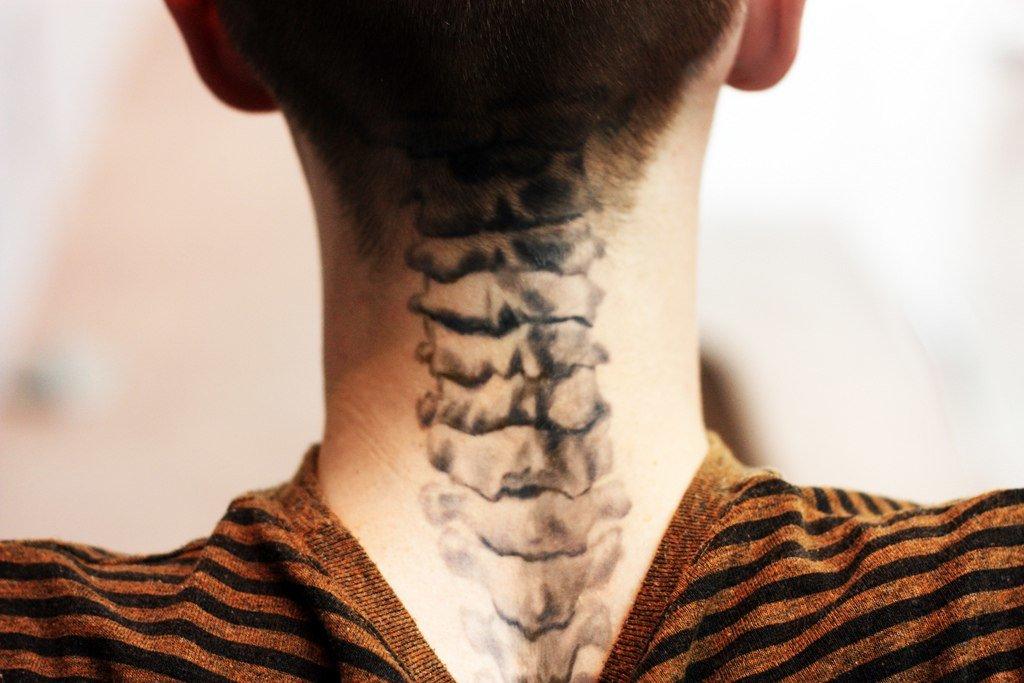 тату на шее для мужчин рука фото сверлением установки