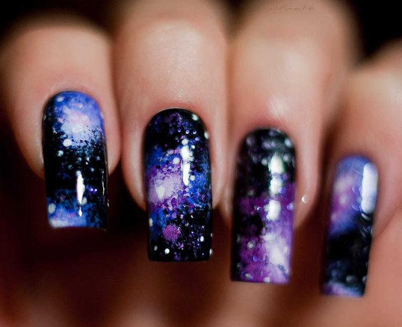Рисунки на темных ногтях