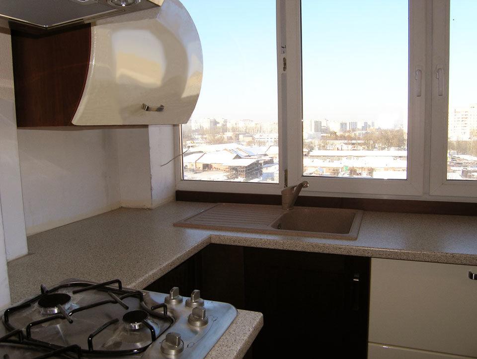 Кухня на месте балкона.