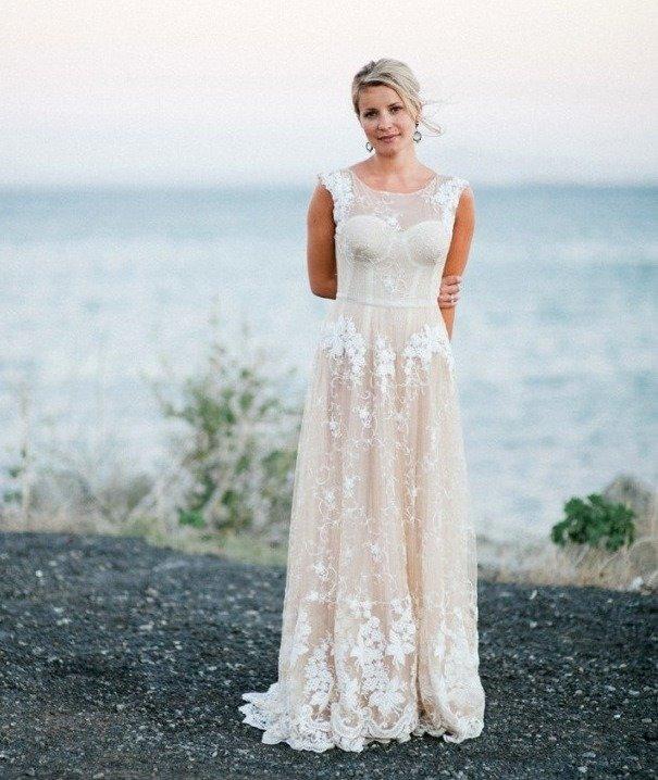 Нюдовое платье фото