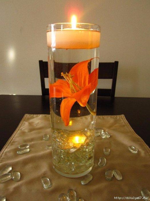 Свеча с оранжевыми цветами