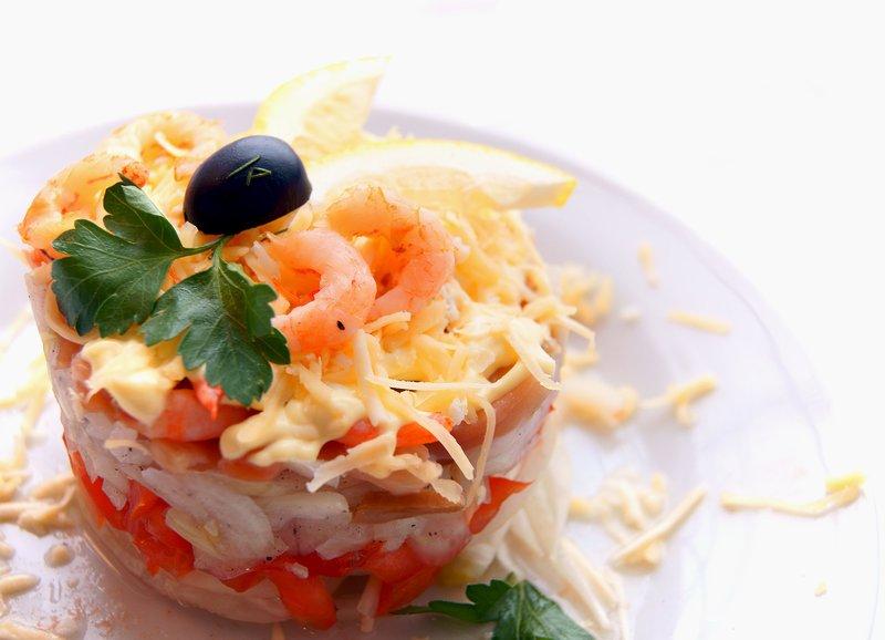 Салат из семги с соусом фото