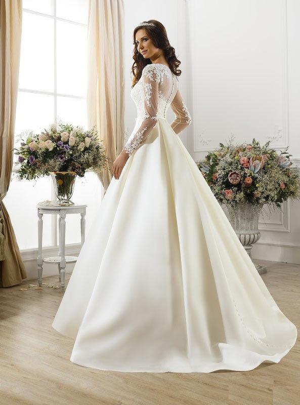 316f6abc2c9 ... акрытое классическое длинное свадебное платье А-силуэта с кружевом с  высоким вырезом с прямым вырезом