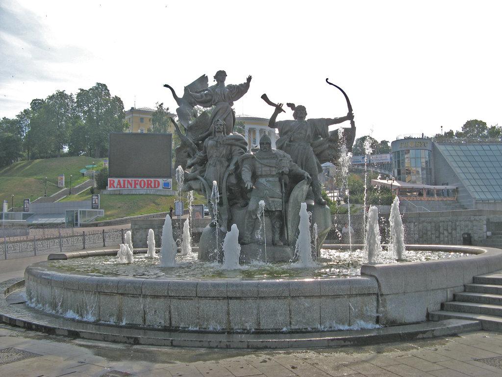 Памятники киева фото и описание