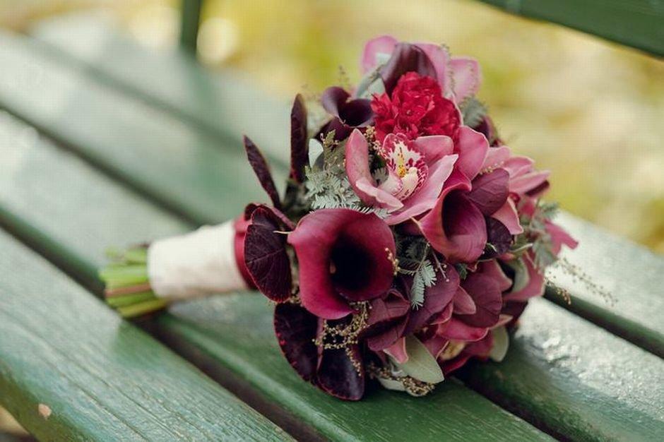 Букет для невесты 10 в бордовом цвете, роза букете сочетание