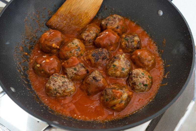 Тефтели в остром томатном соусе