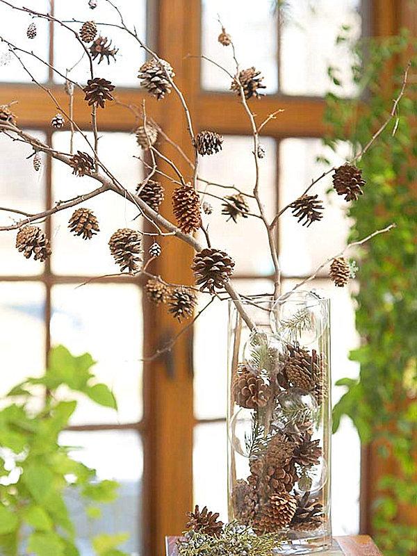 Осенняя композиция из сосновых шишек