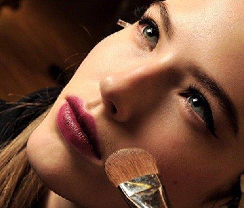 Качественно выполненный макияж для современной женщины невозможен без применения тональной основы