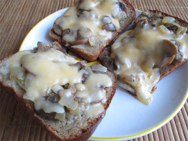 Сэндвич с грибами и сыром
