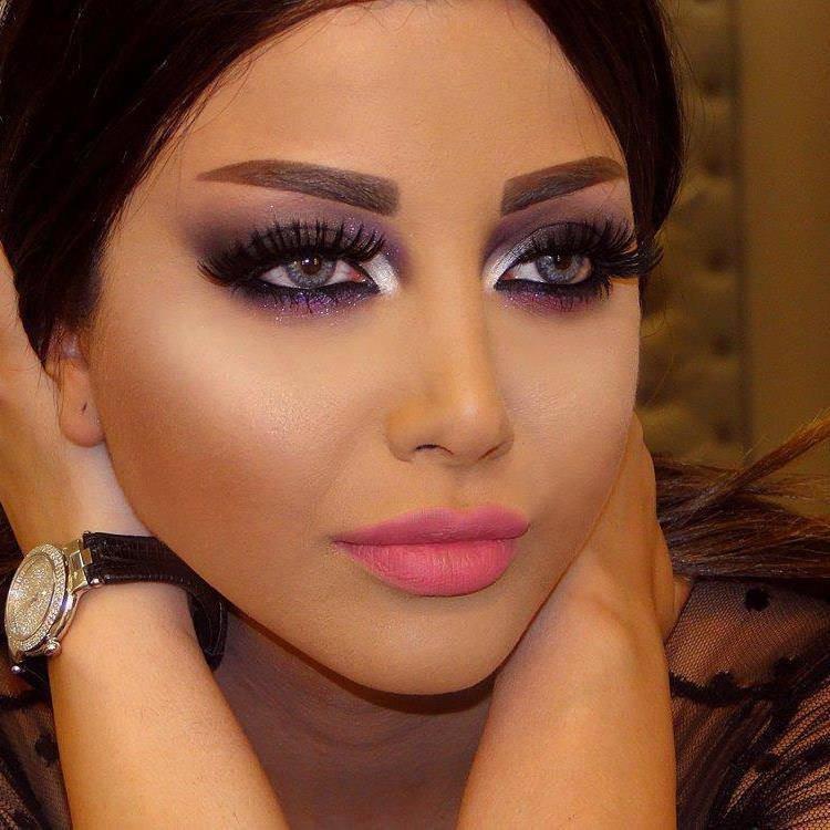 Армянка с накрашенными губами