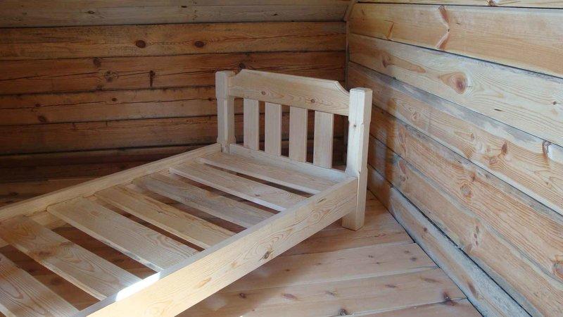 Как сделать кровать из древесины
