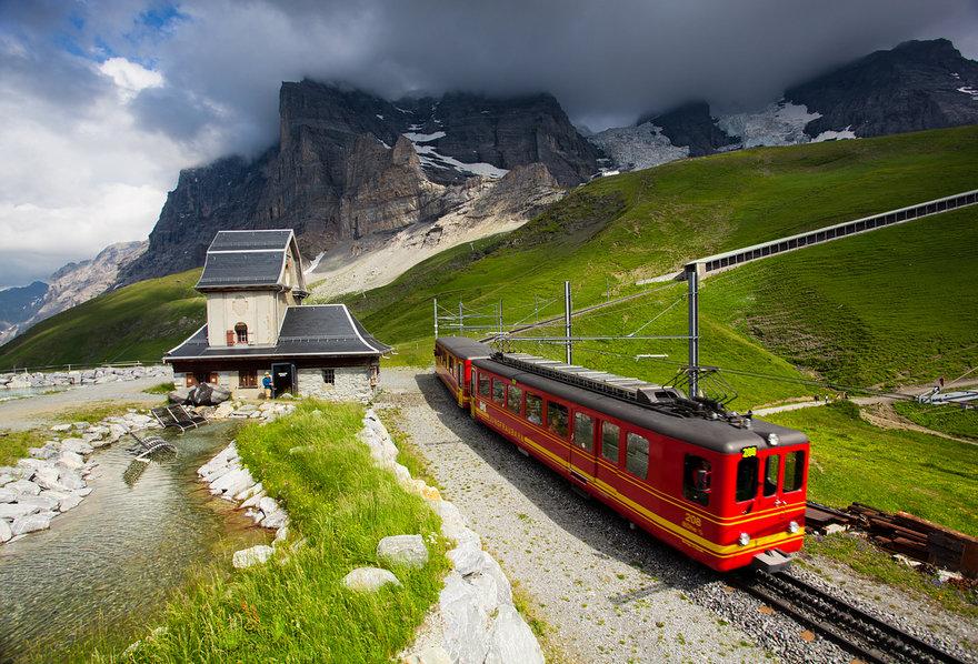 фото поездов в странах мира позволяет ему видеть