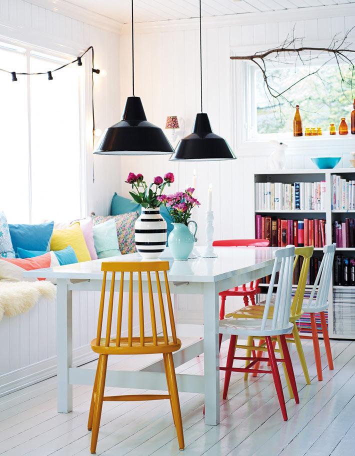 Дизайн интерьера комнат с акцентом на яркой мебели фото 01
