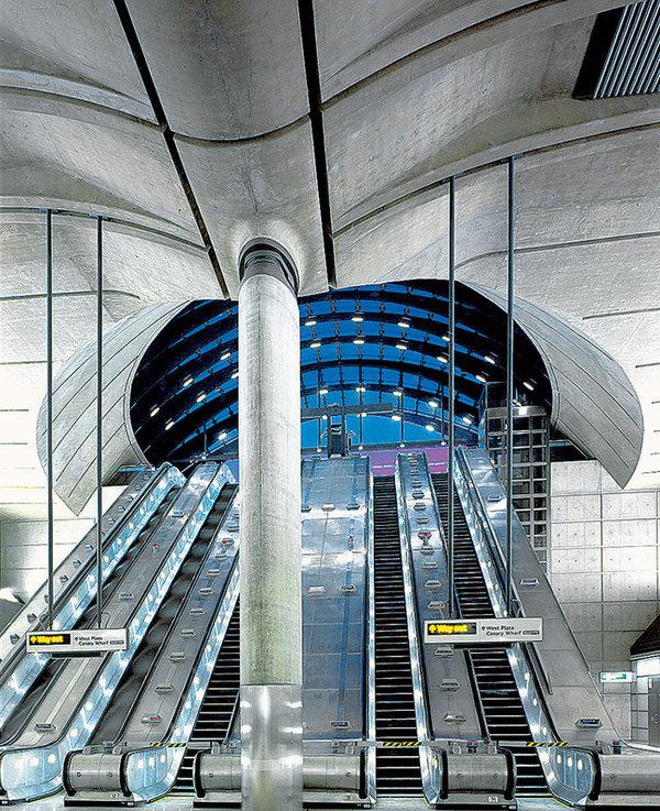 Станция лондонского метрополитена Сanary Wharf построена в 1999 году.