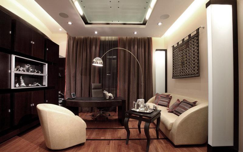Освещение домашнего кабинета на нескольких уровнях.