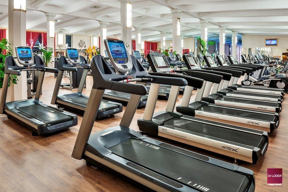 В фитнес баре на территории клуба предлагаются продукты и готовые блюда, а также напитки для похудения, поддержания веса, набора массы.