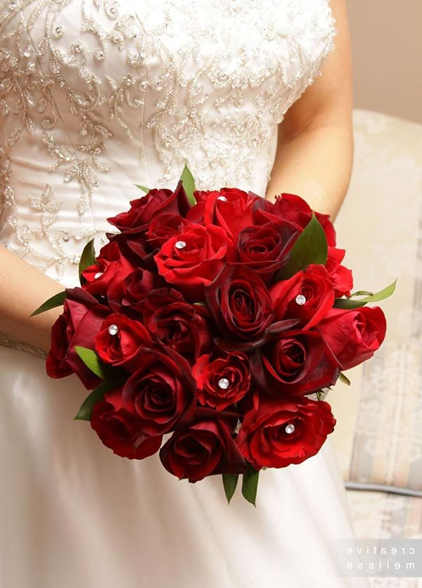 Как выбрать или сделать своими руками свадебные букеты из роз?