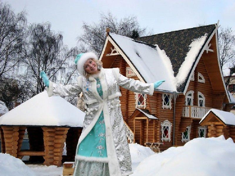 Снегурочка в резиденции деда мороза