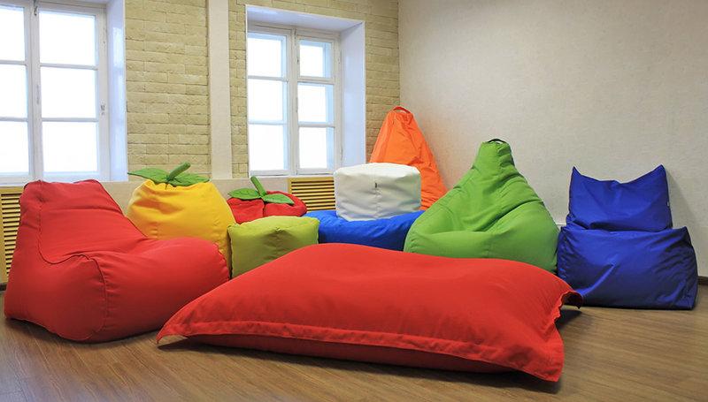 Многообразие бескаркасной мебели.
