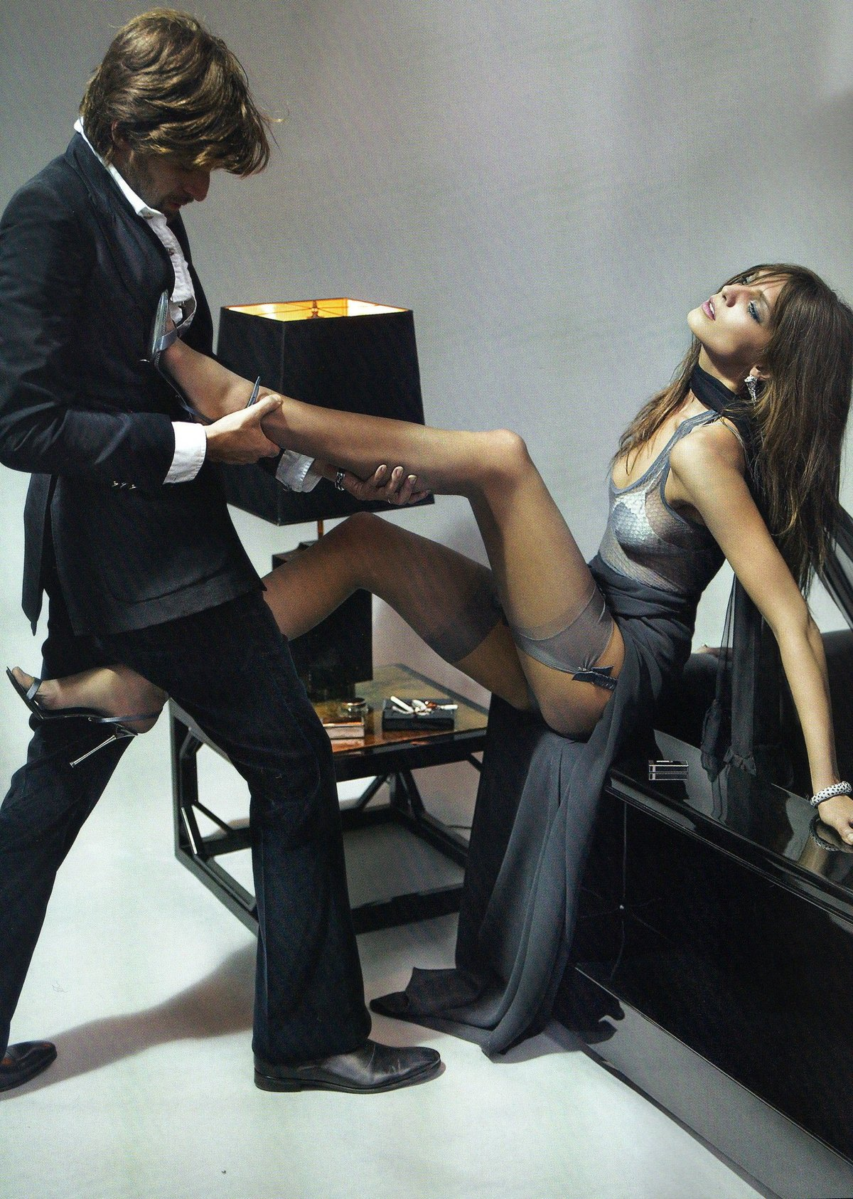 Девушка заводит парня в чулках #14