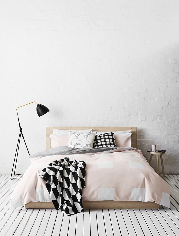 Минималистская спальня в лаконичном дизайне