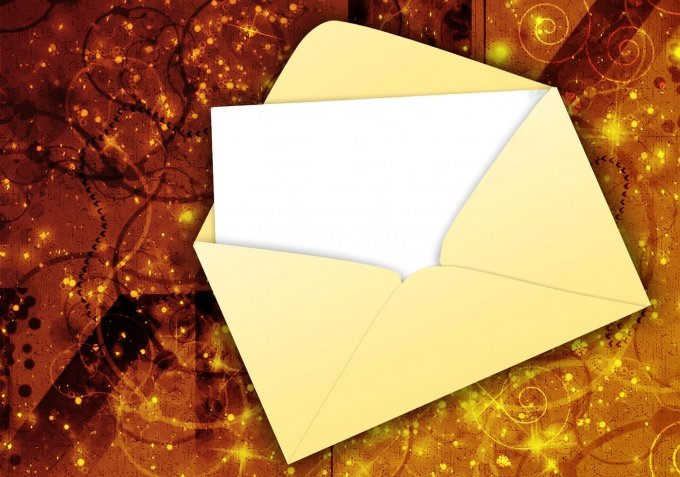 Чтобы отправить письмо, сложить важные бумаги или мелочи, упаковать диск, нужен конверт. Не всегда есть возможность сходить в магазин канцтоваров или на почту, но можно сделать конверт из бумаги А4 - сложить его несколькими способами своими руками.