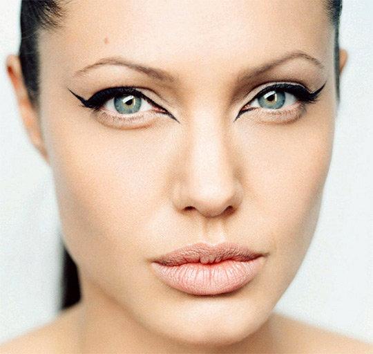 Стильный макияж для глаз голубого цвета