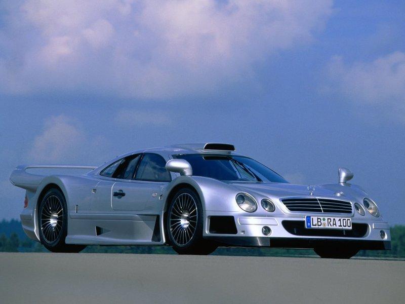 """Фотография 3 автомобиля Mercedes-Benz CLK GTR (Мерседес ЦЛК ЖТР). Объем усовершенствованного двигателя доведен до максимально возможного – 7,3 л! Мощность возросла с """"несерьезных"""" 612 л.с. до 710 л.с., а крутящий момент достигает почти 800 Нм, и это несмотря на потери мощности из-за установки катализатора и полноразмерных глушителей."""