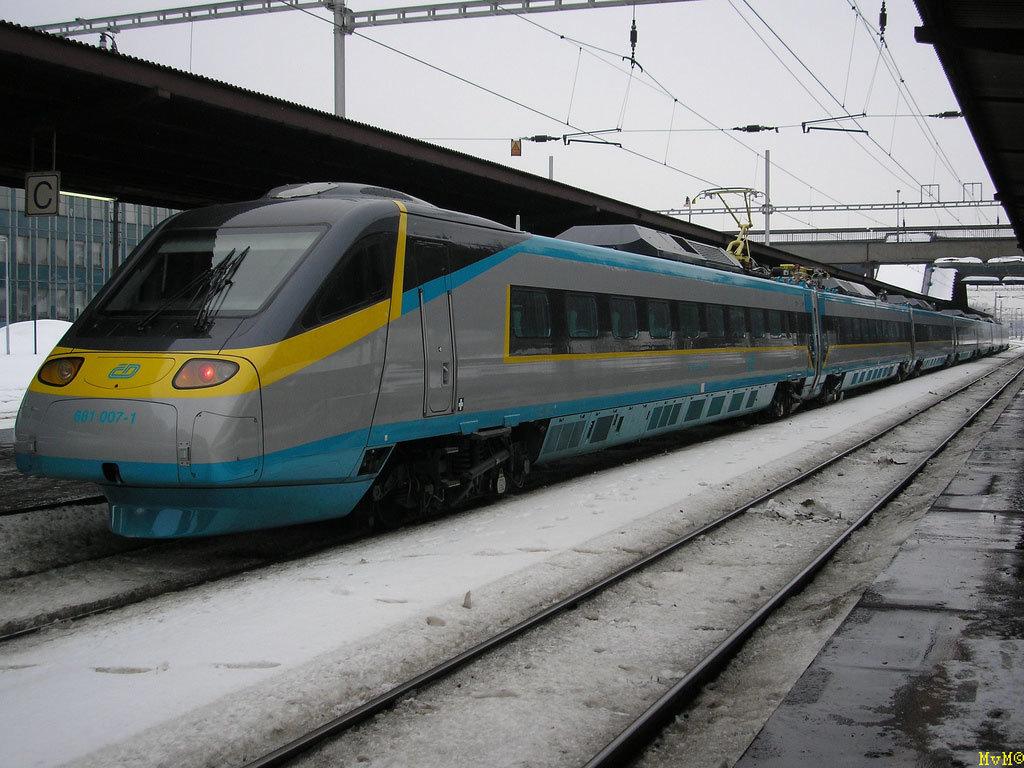 это картинки поездов разных странах кадре певица веселом