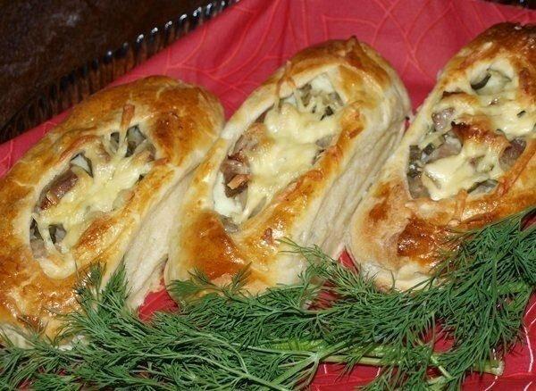 Сегодня готовим лодочки из слоеного теста с картофелем, мясом и огурчиками рецепт с фото от нашего повара