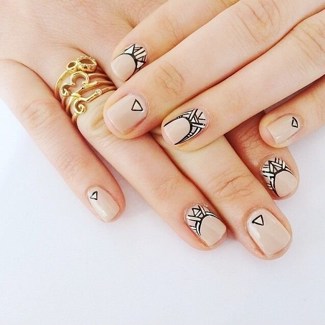Фото графика на ногтях