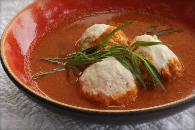 Куриные фрикадельки с соусом из гаспачо