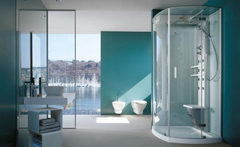 Душевая кабина в просторной ванной комнате